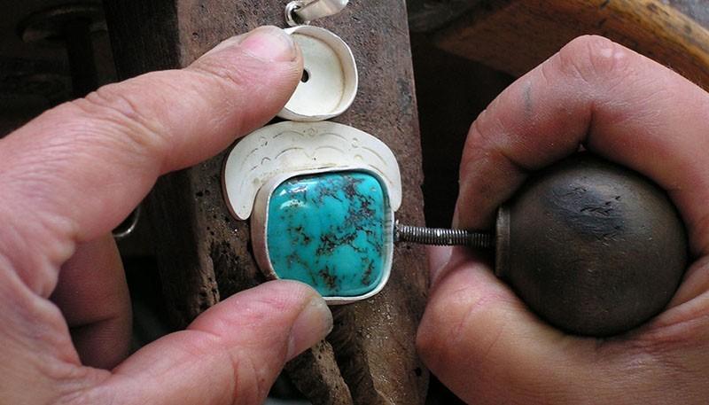 atelier de bijouterie avec un artisan basque dans la plaine d alava viajes por euskadi. Black Bedroom Furniture Sets. Home Design Ideas